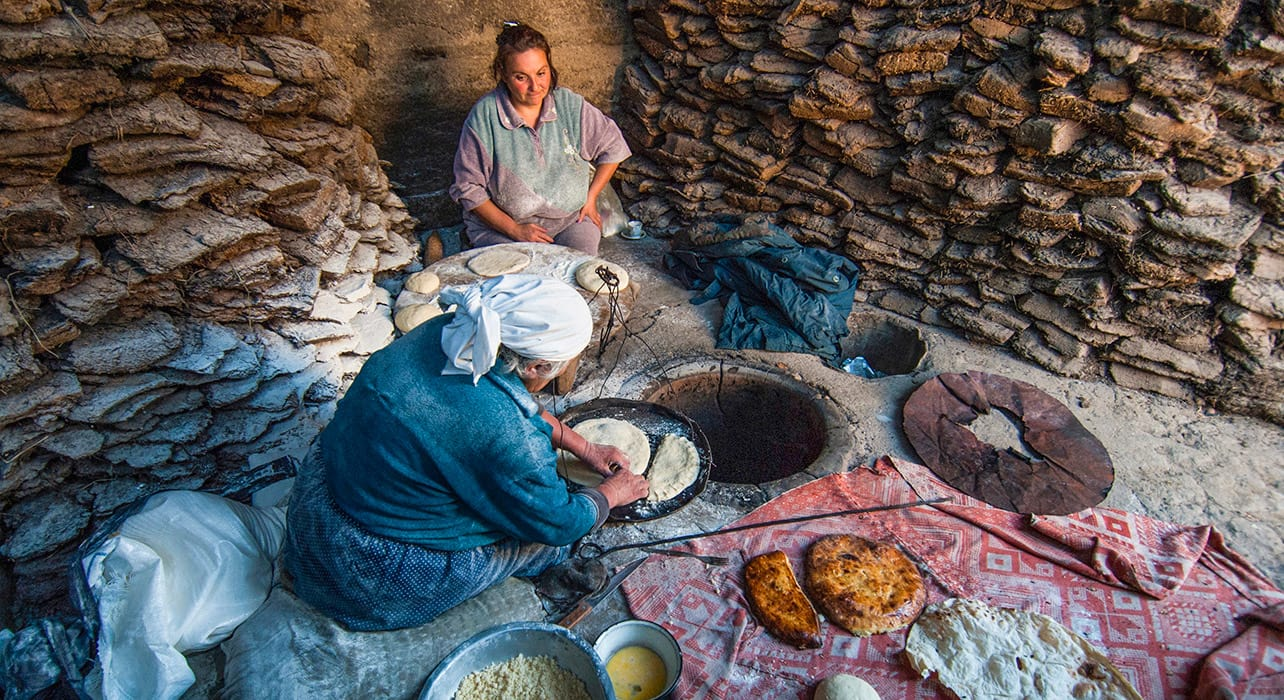 bread traditional lady armenia