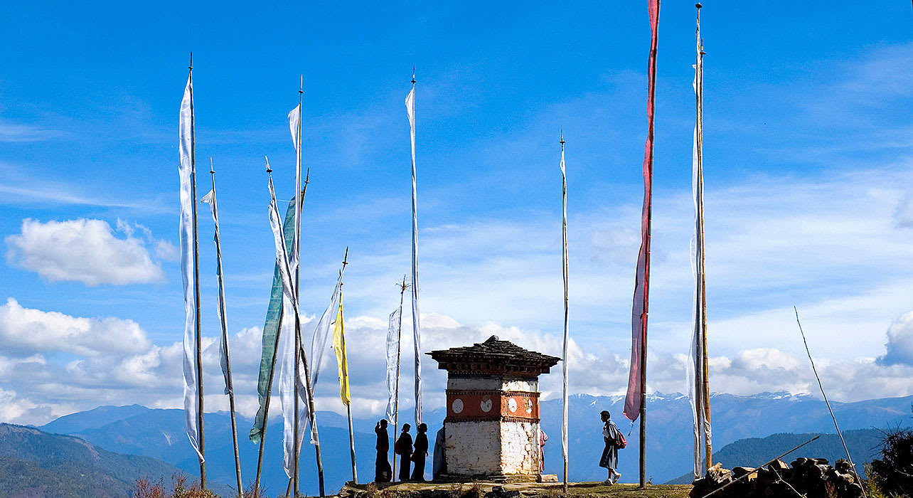 bhutan pj trek mountains flags