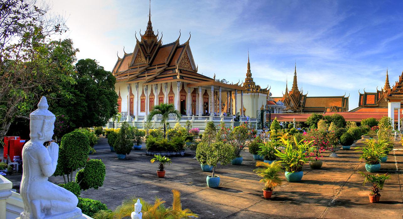 phnom penh temple garden vietnam