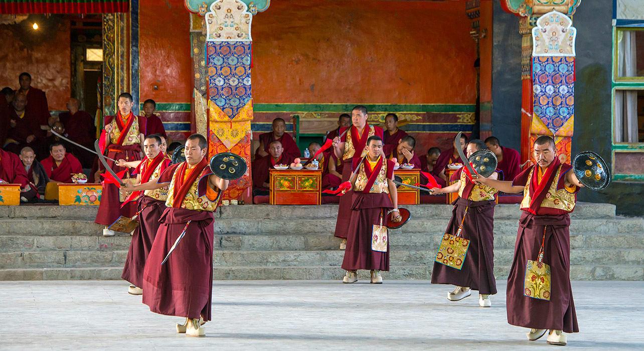 tibet shigatse tashilhunpo monastery monks