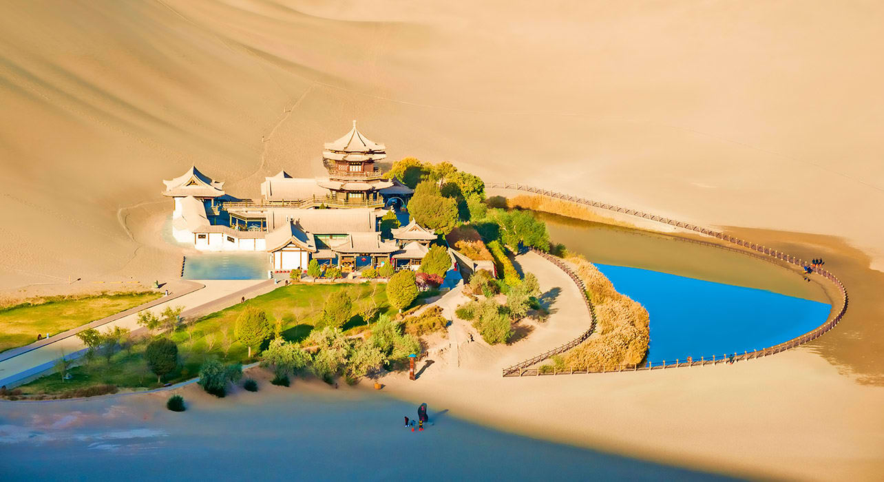 crescent spring dunhuang china