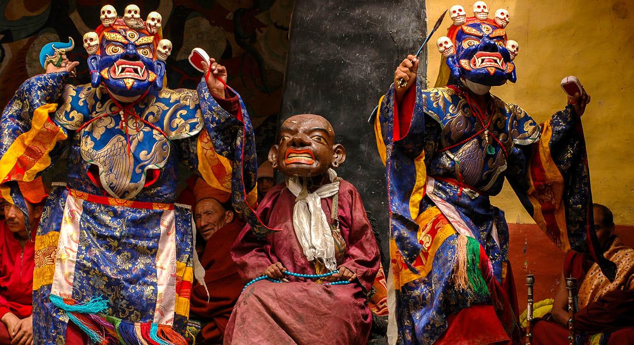 4 slide ladakh india yuru kab gya festival masks dancing pano