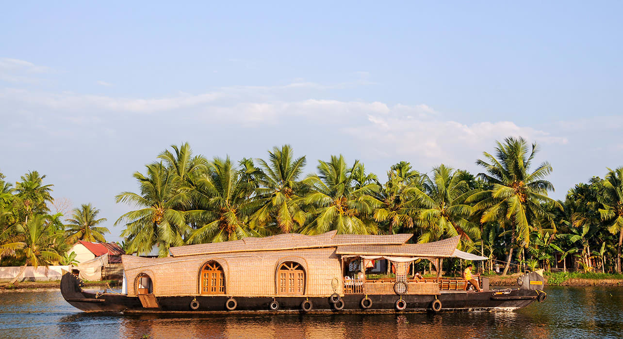 5 slide south india karala house boat pano