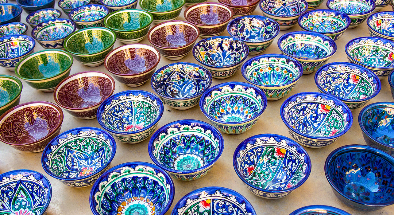 uzbekistan market bowls handcrafts central asia