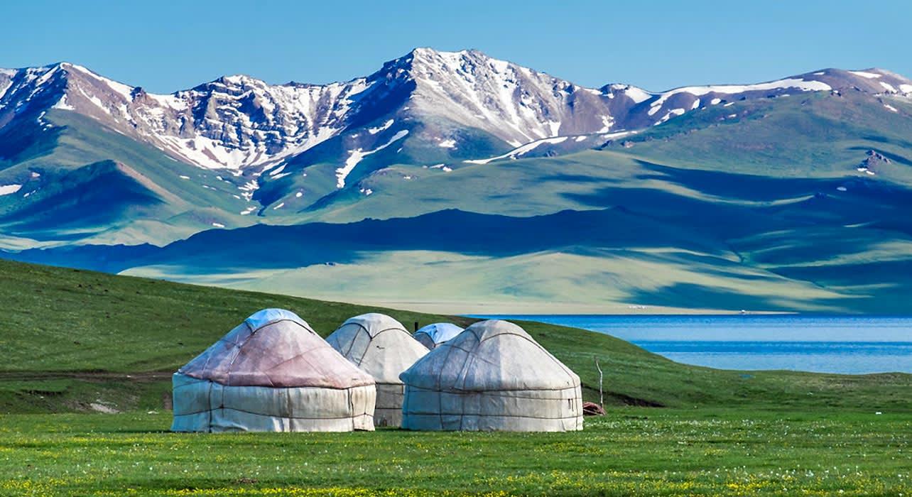 1 slide kyrgysztan yurts at tash raba pano