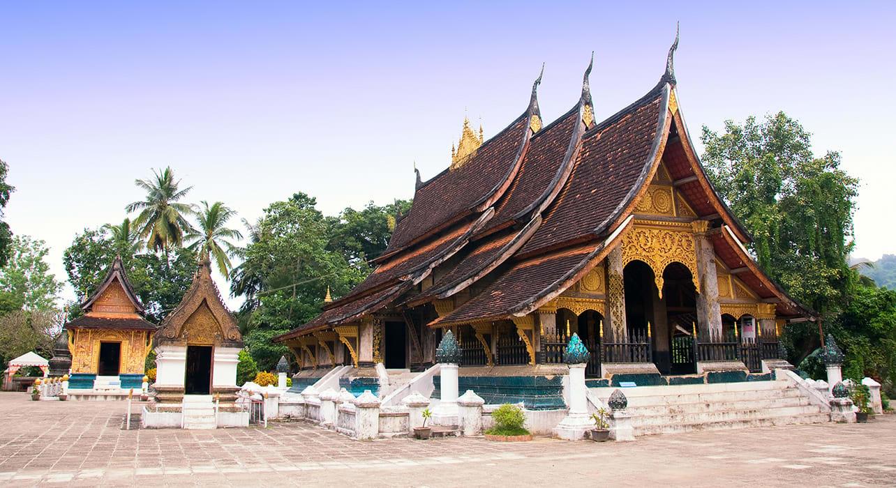 bhuddist temple laos