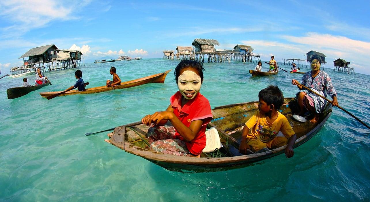 6 slide borneo tun sakaran boat people pano