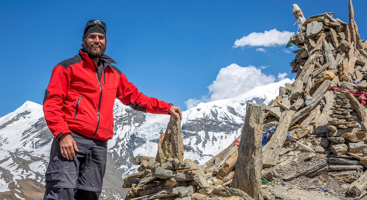 hiker trek stupa happy nepal annapurna