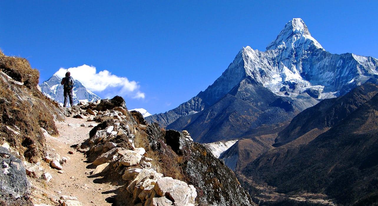annapurna everest hiker mountains trail
