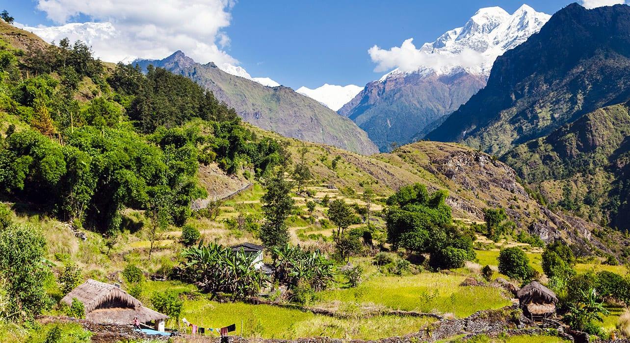 dhaulagiri foothills nepal annapurna everest valley