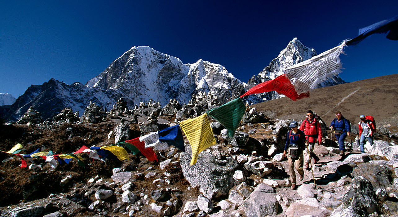 everest trek prayer flags hikers