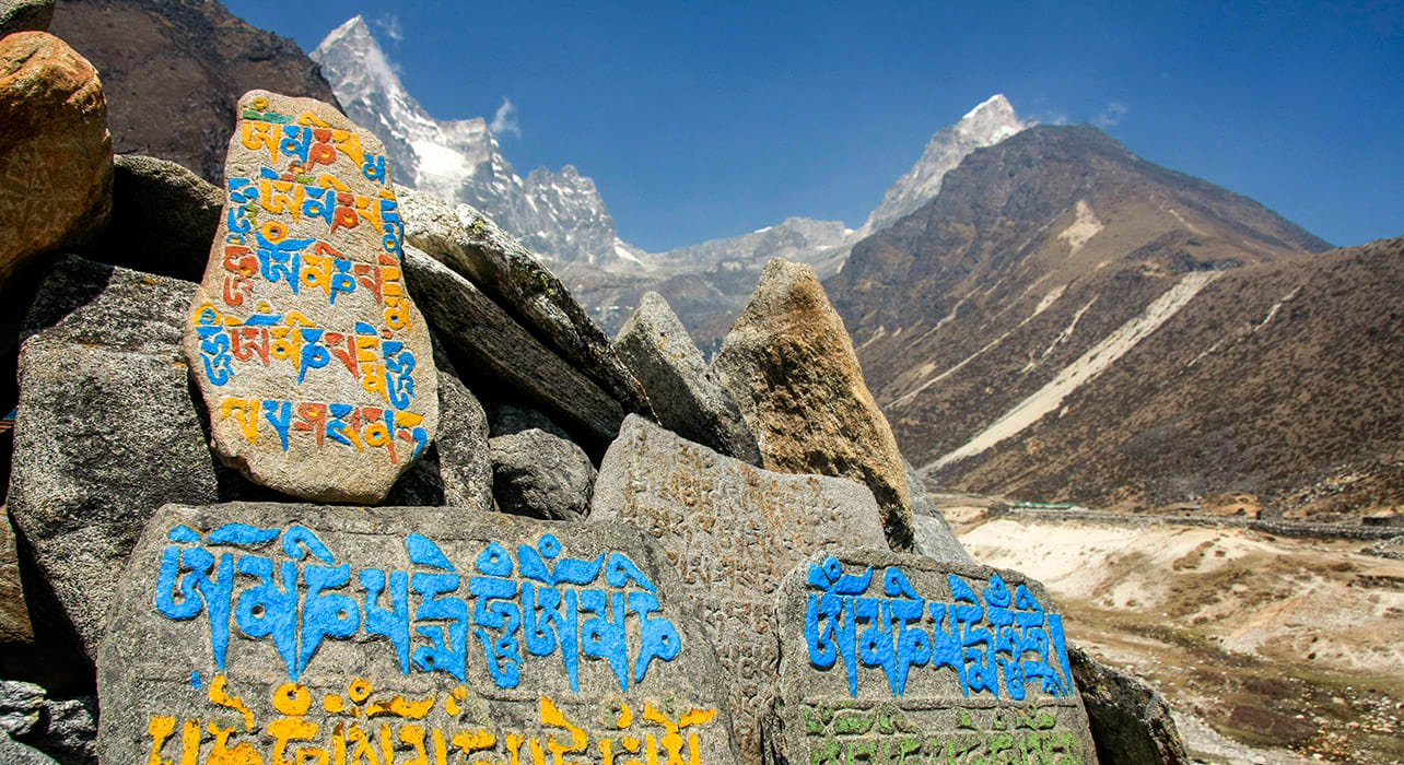 everest nepal hiking mountains stone carvings