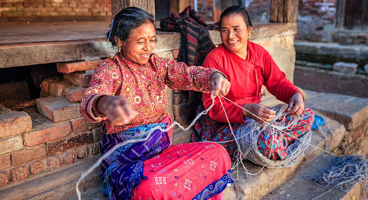 kathmandu women textiles yarn