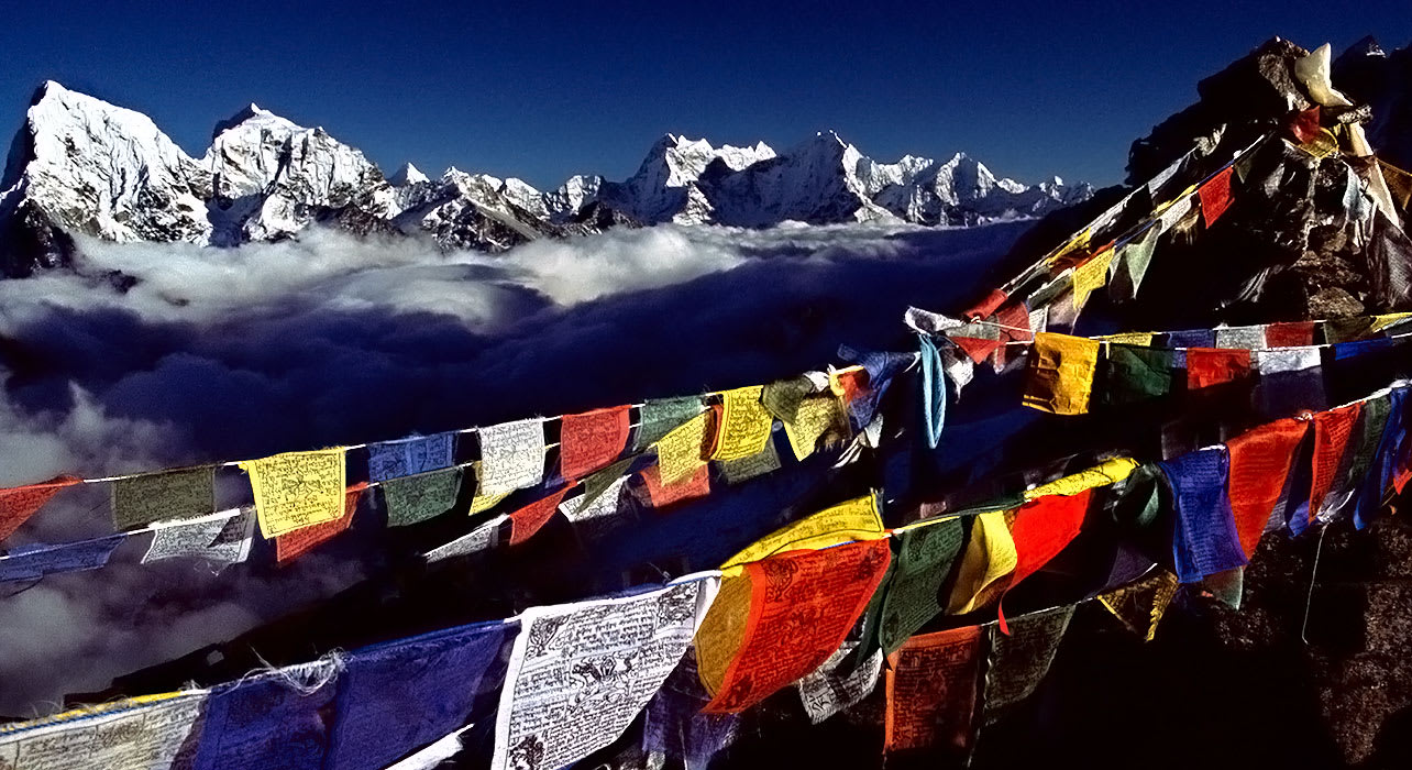 nepal trek everest prayer flags