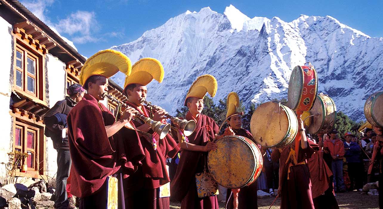 nepal everest tengboche mani rimdu