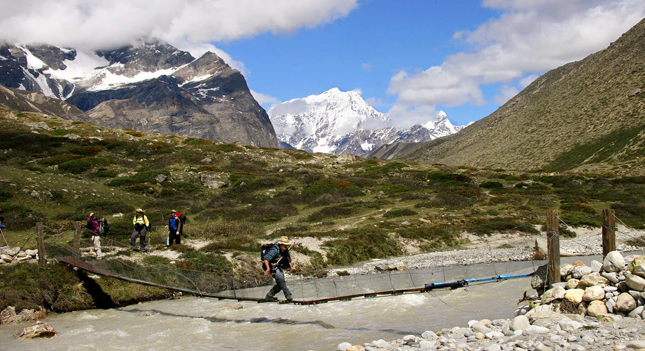 everest trek bridge river crossing
