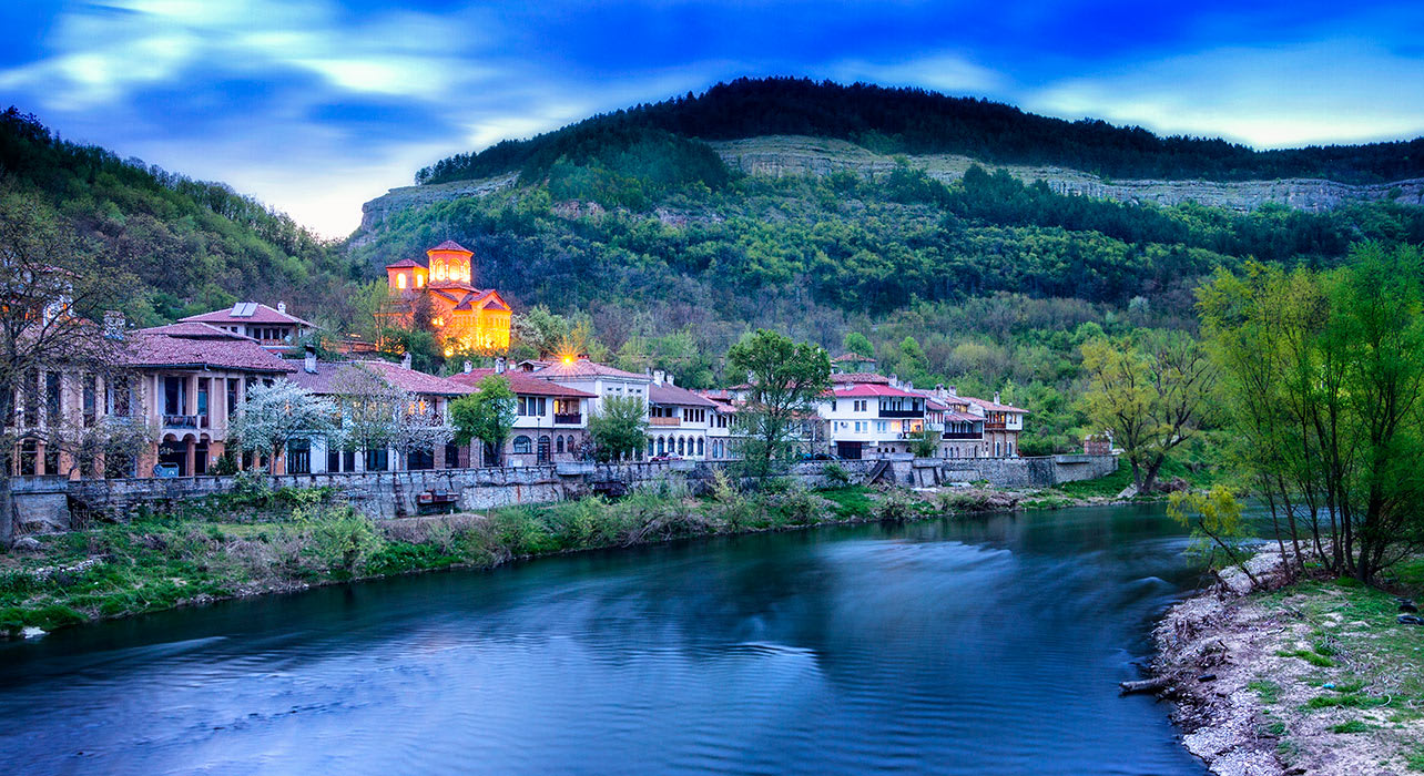 veliko tarnovo bulgaria town evening river