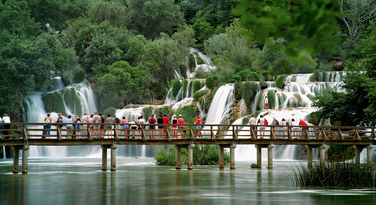 croatia krka park waterfalls crowd
