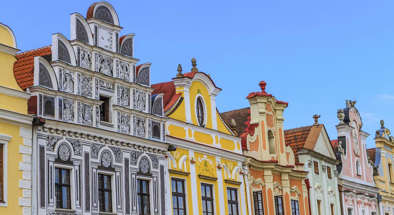 3 slide renaissance house telc czech republic pano