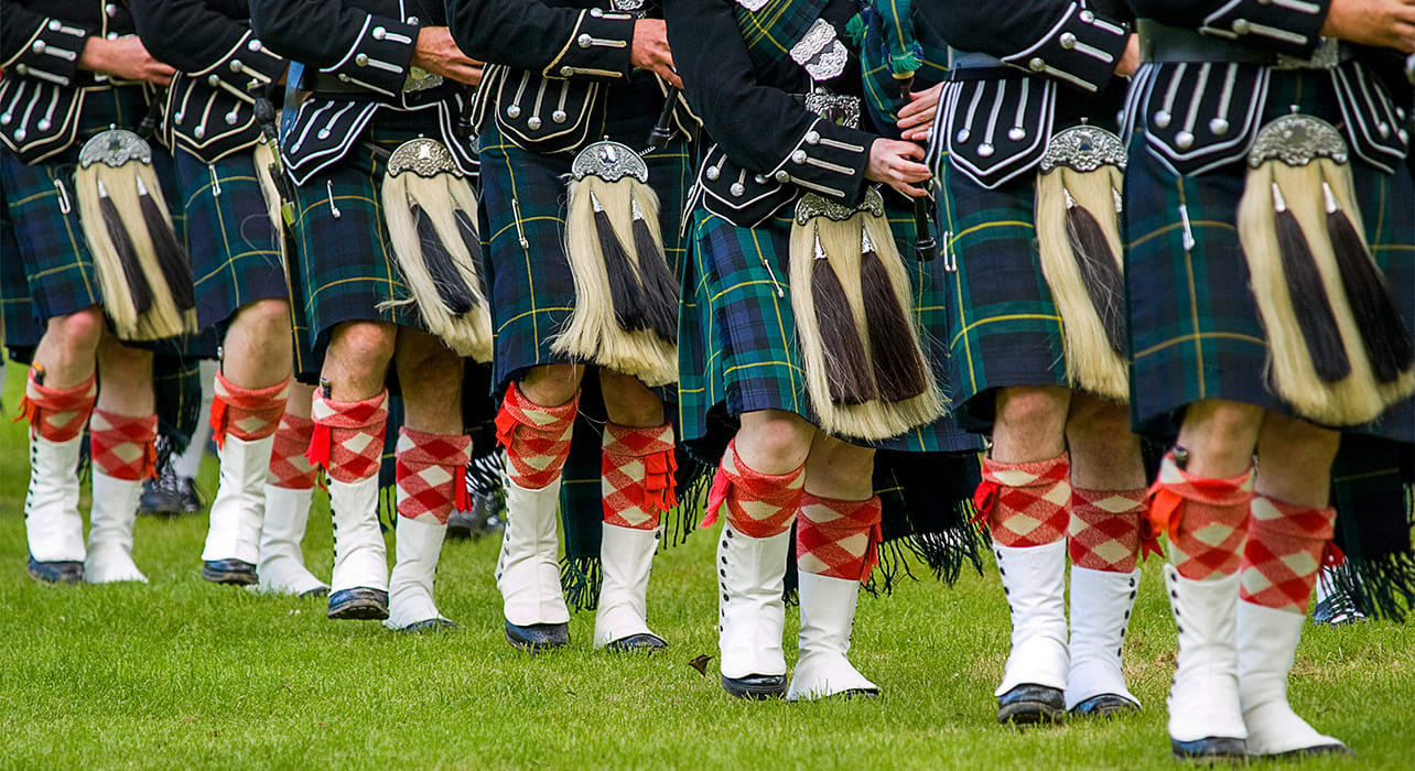 scotland bag pipers marching kilts