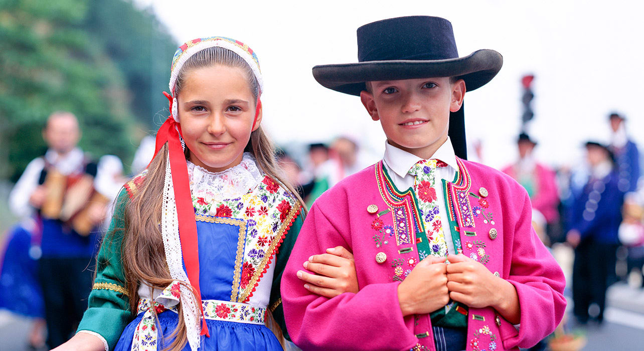 tradtional dress children france