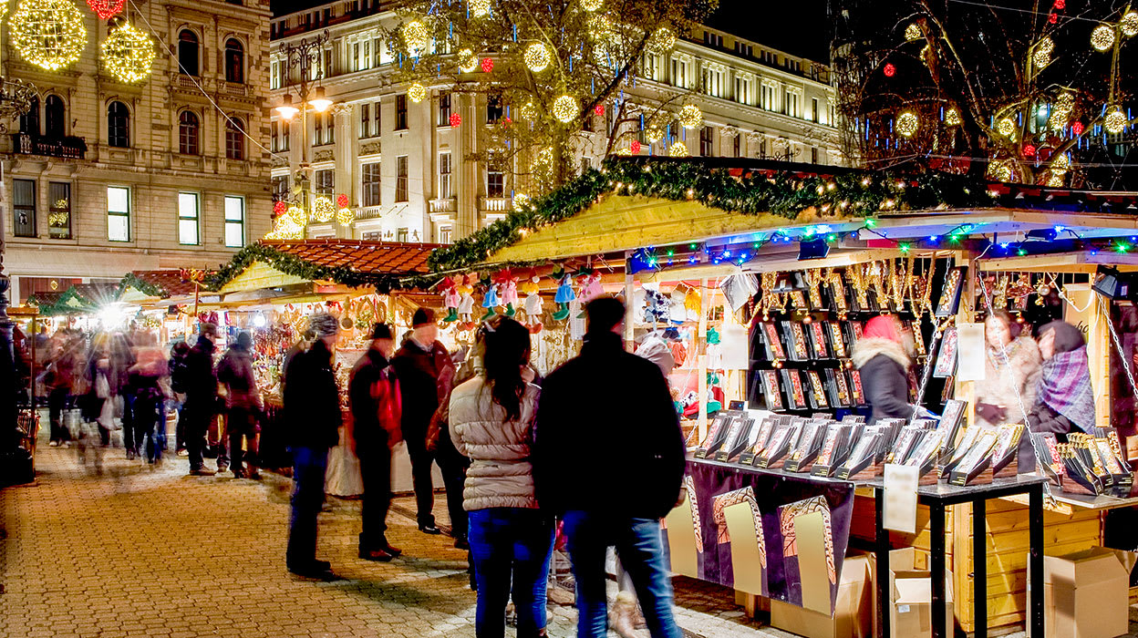 3 slide budapest hungary christmas market shoppers pano