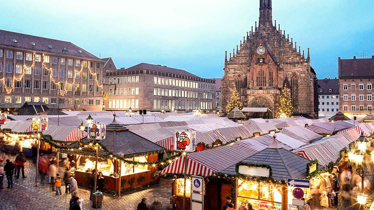 5 slide christmas markets nuremberg evening holidays pano