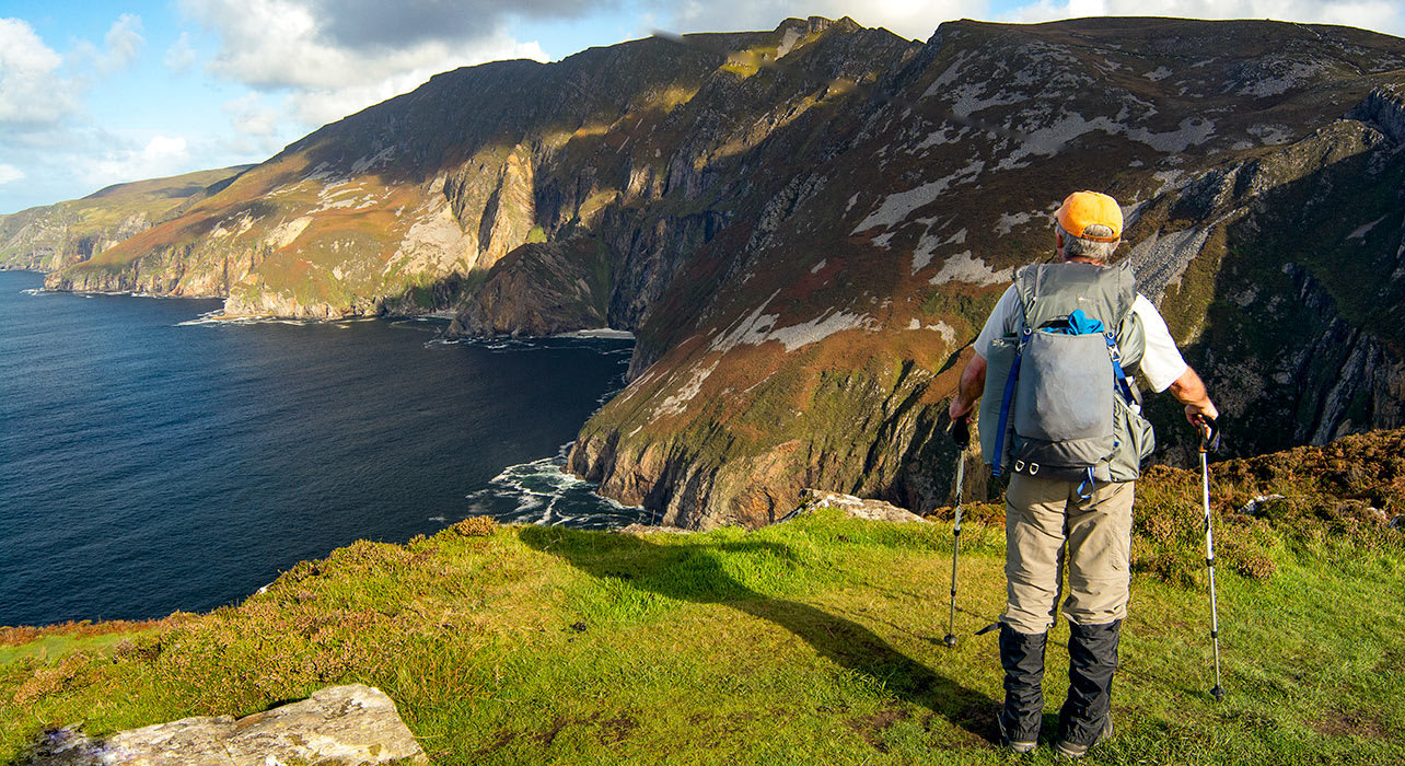 slieve league ireland coastline hiker