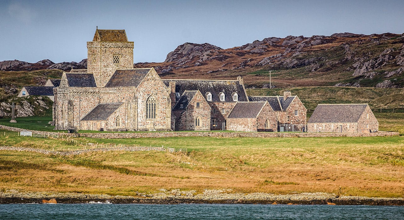8 slide scotland isle of iona abbey pano