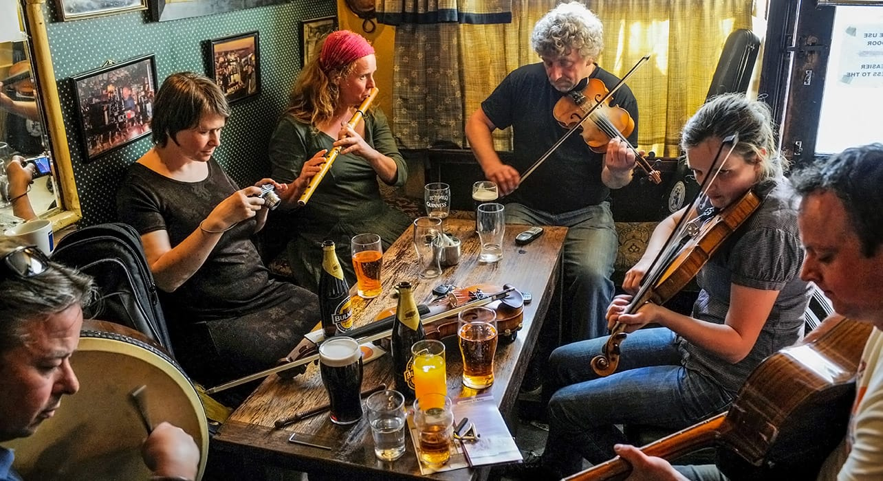 ireland musicians pub fiddle