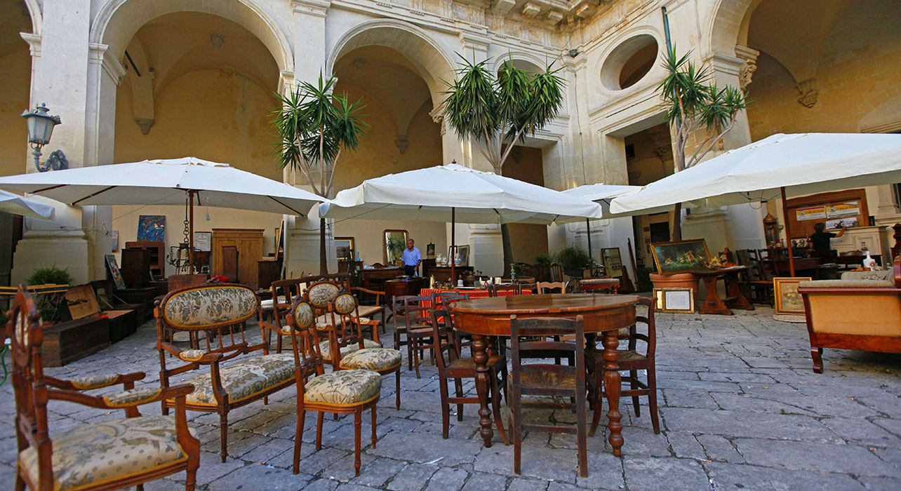 5 slide lecce chairs n table in courtyard puglia pano