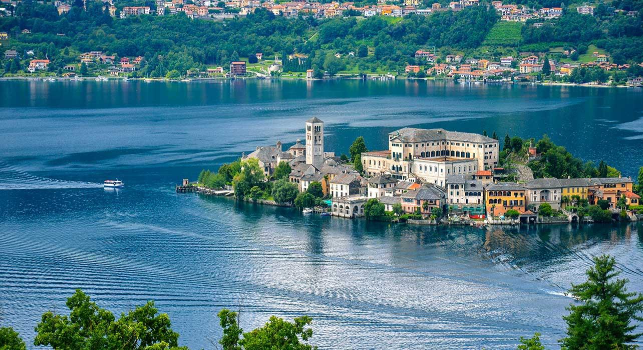 italy lake district san giulio island