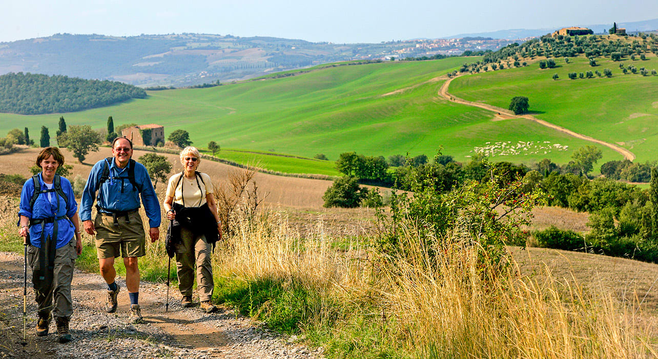 tuscany hikers rolling hills