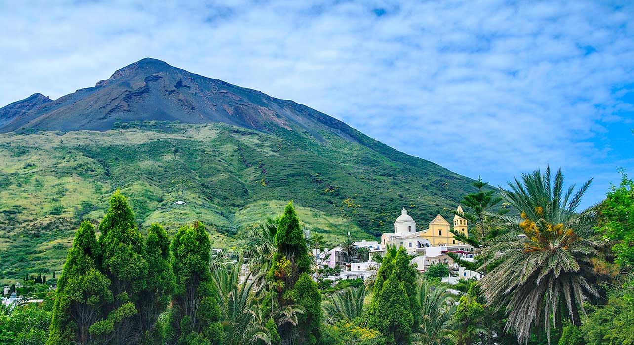 italy stromboli volcano