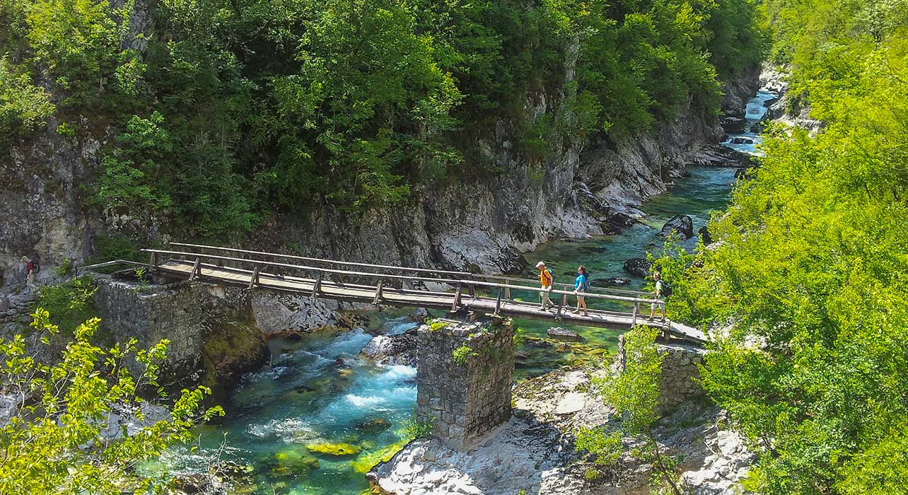 montenegro hiking tara river