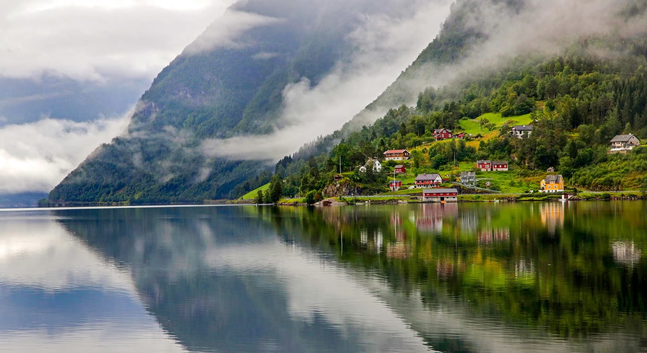 norway ilvik reflection red houses
