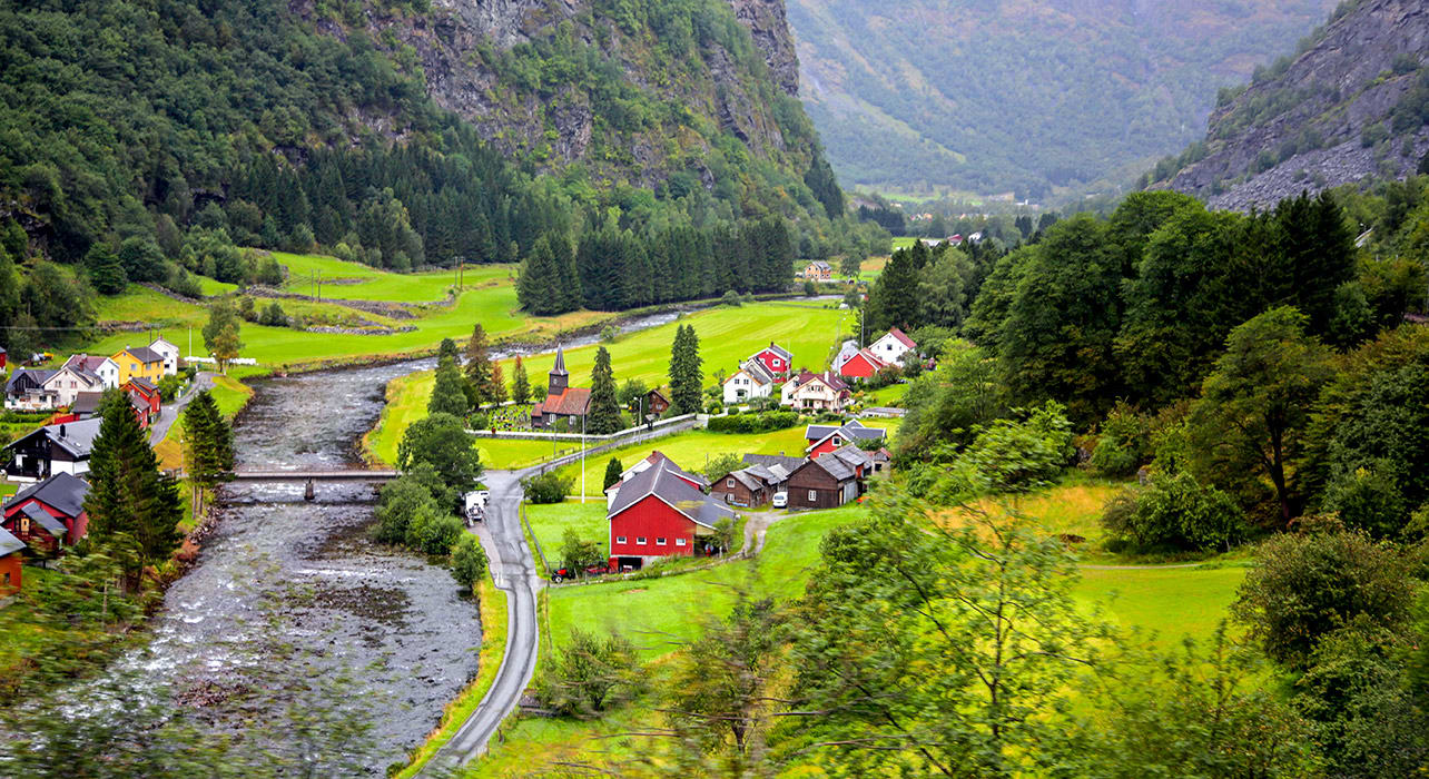 norway red house n scenic valley