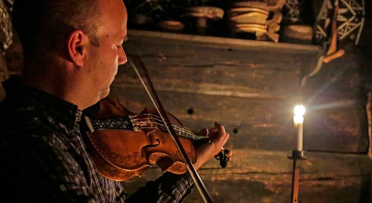 norway norwegian fiddle player