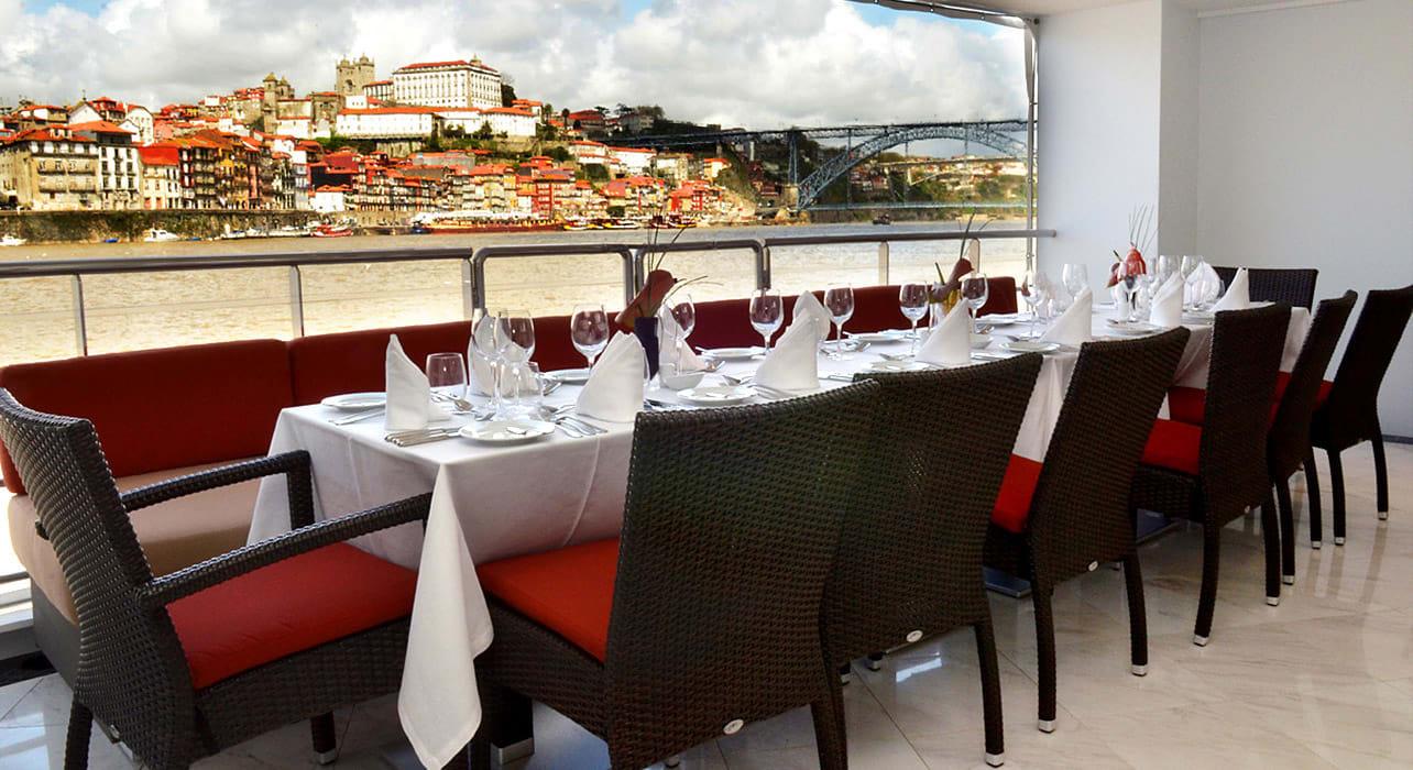 cruise ship amavida dining outside