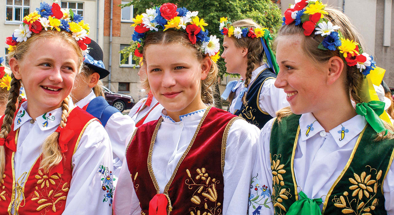 klaipeda lithuania girls in flower crowns