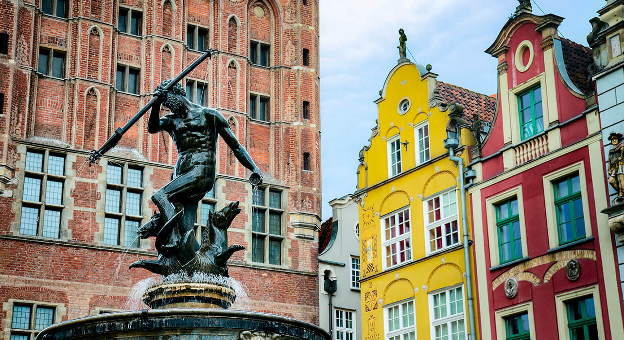 gdansk poland statue buildings