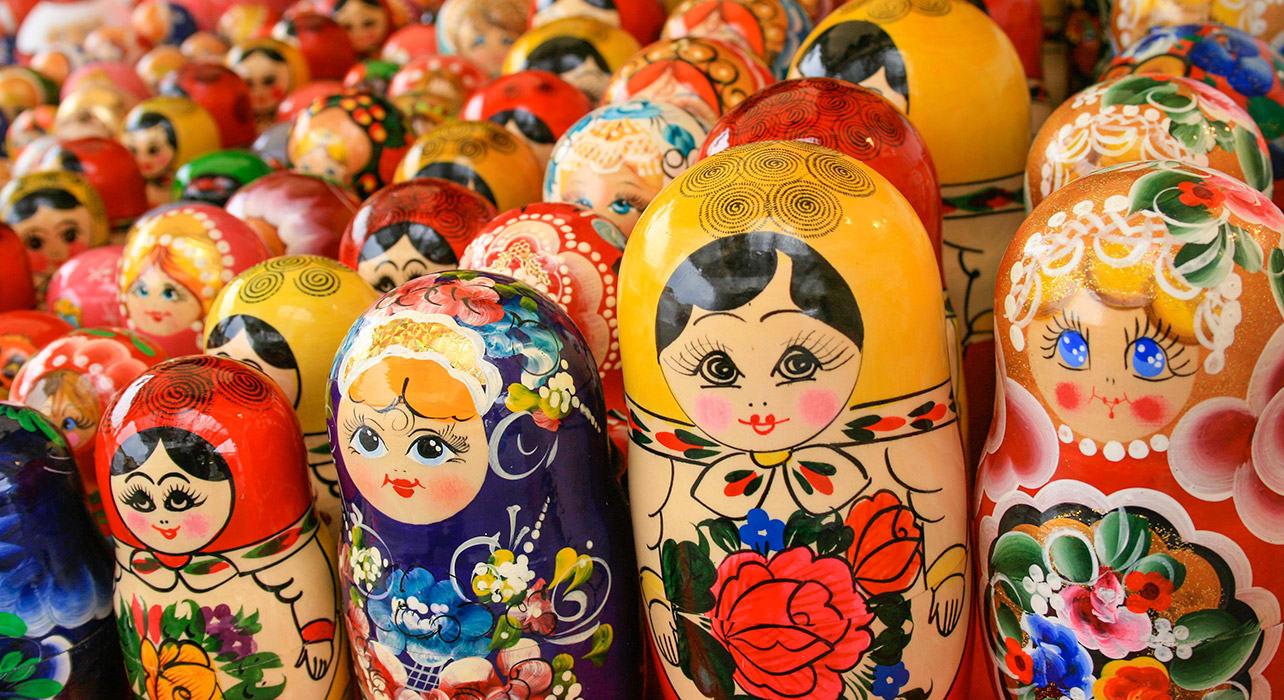 5 slide russia nesting dolls souvenirs pano