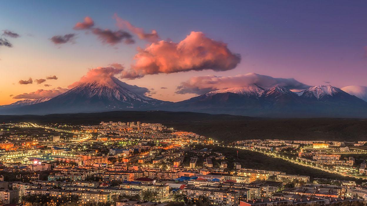 petropavlovsk kamchatskiy kamchatka koryaksky avachinsky volcano