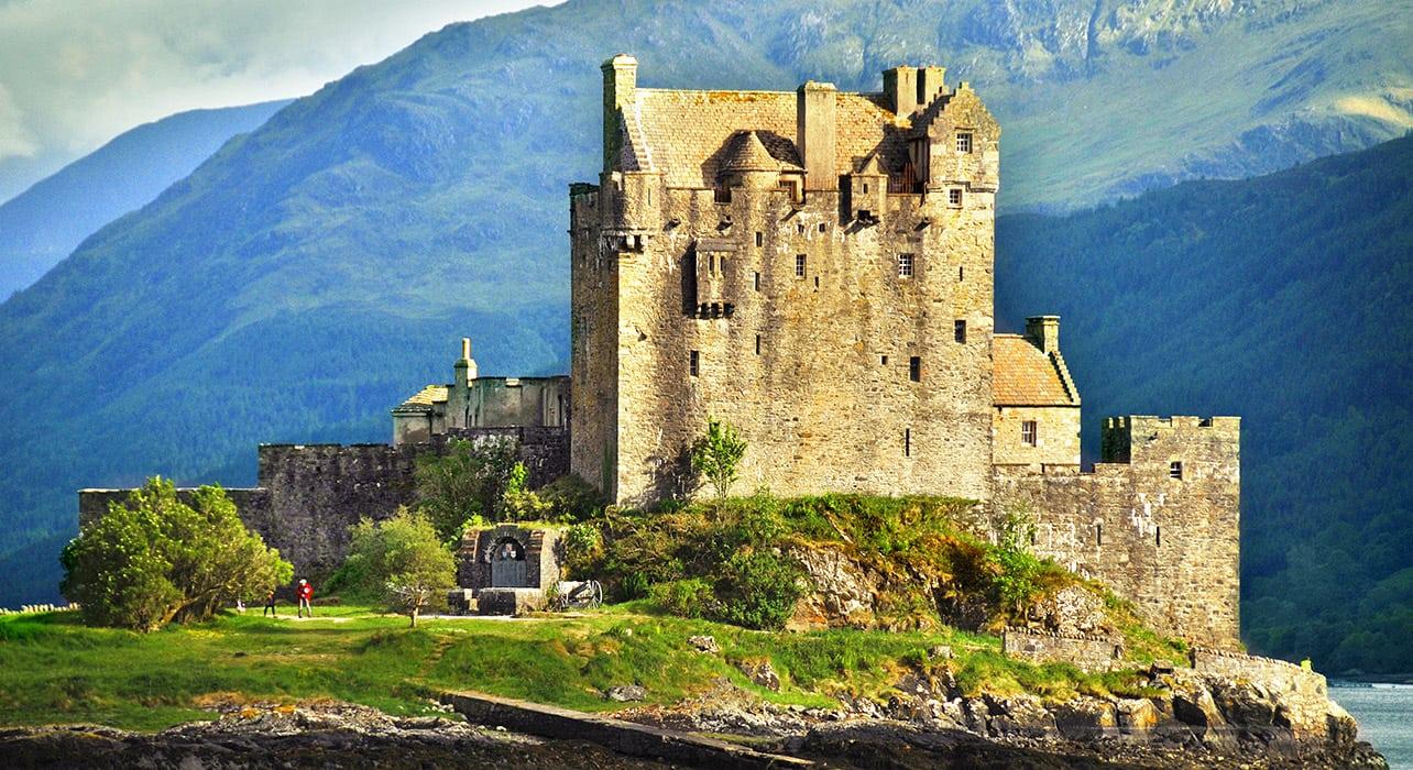 scotland eilean donan castle in loch duich