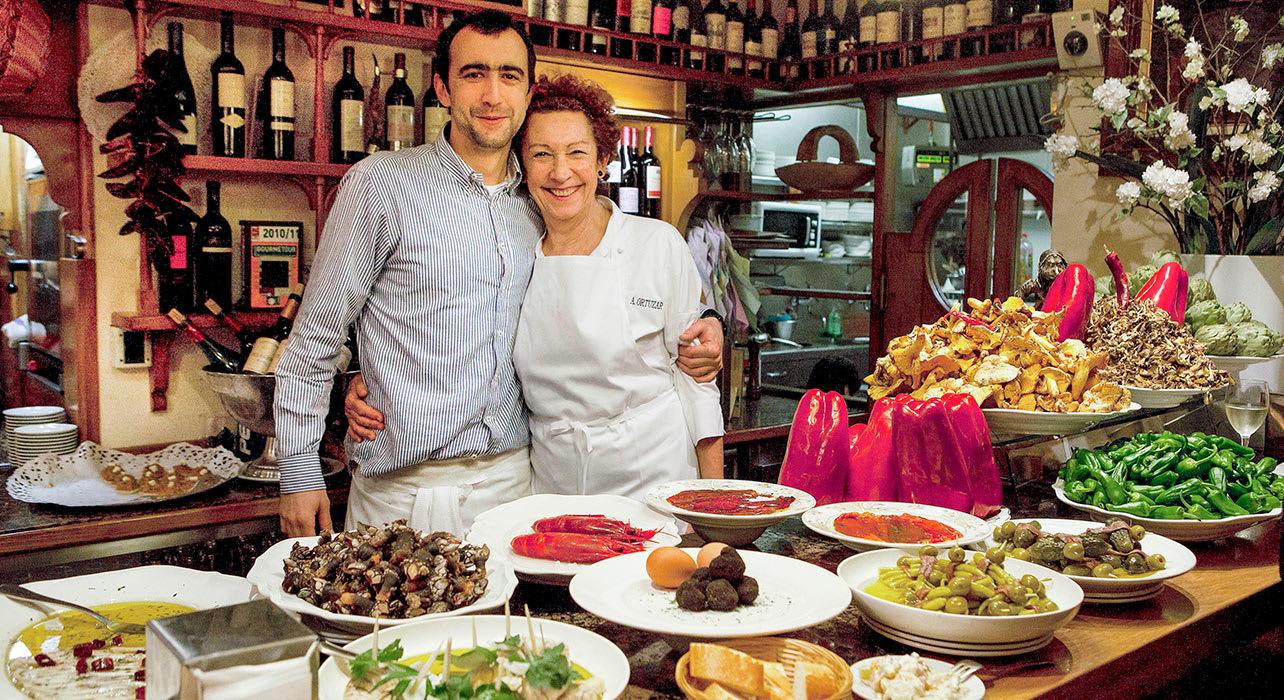 pintxo food shop couple spain
