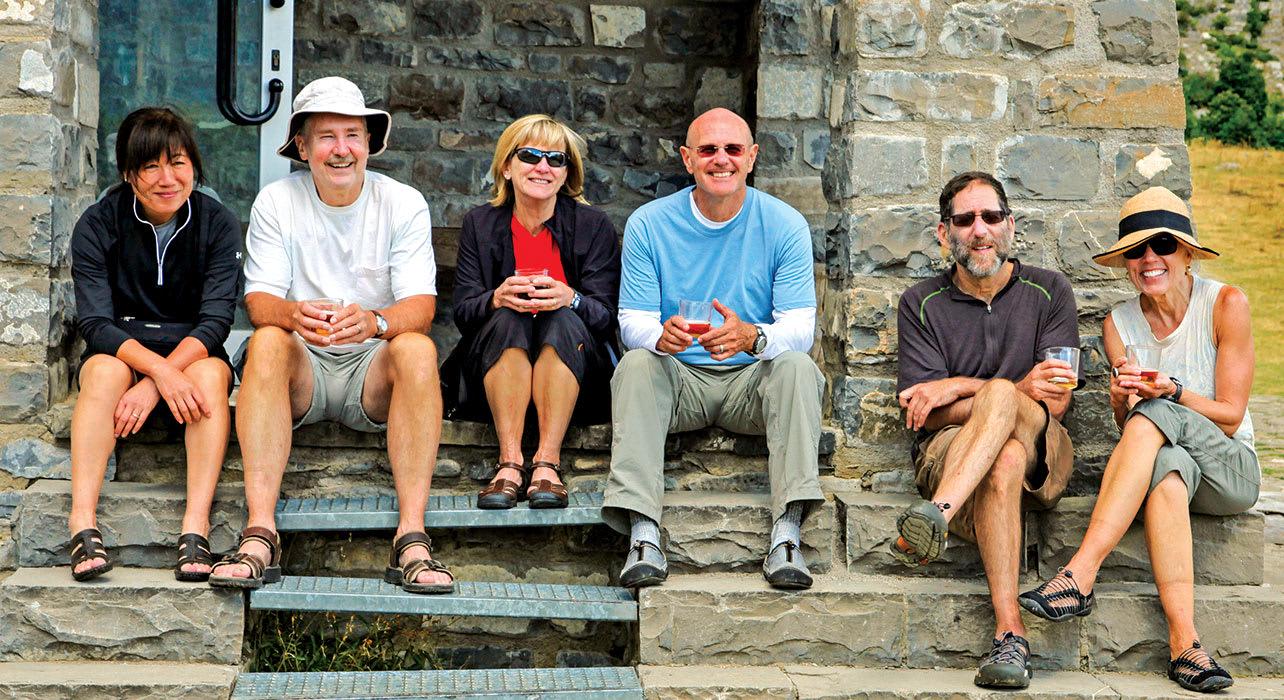 spain pyrenees wt hikers