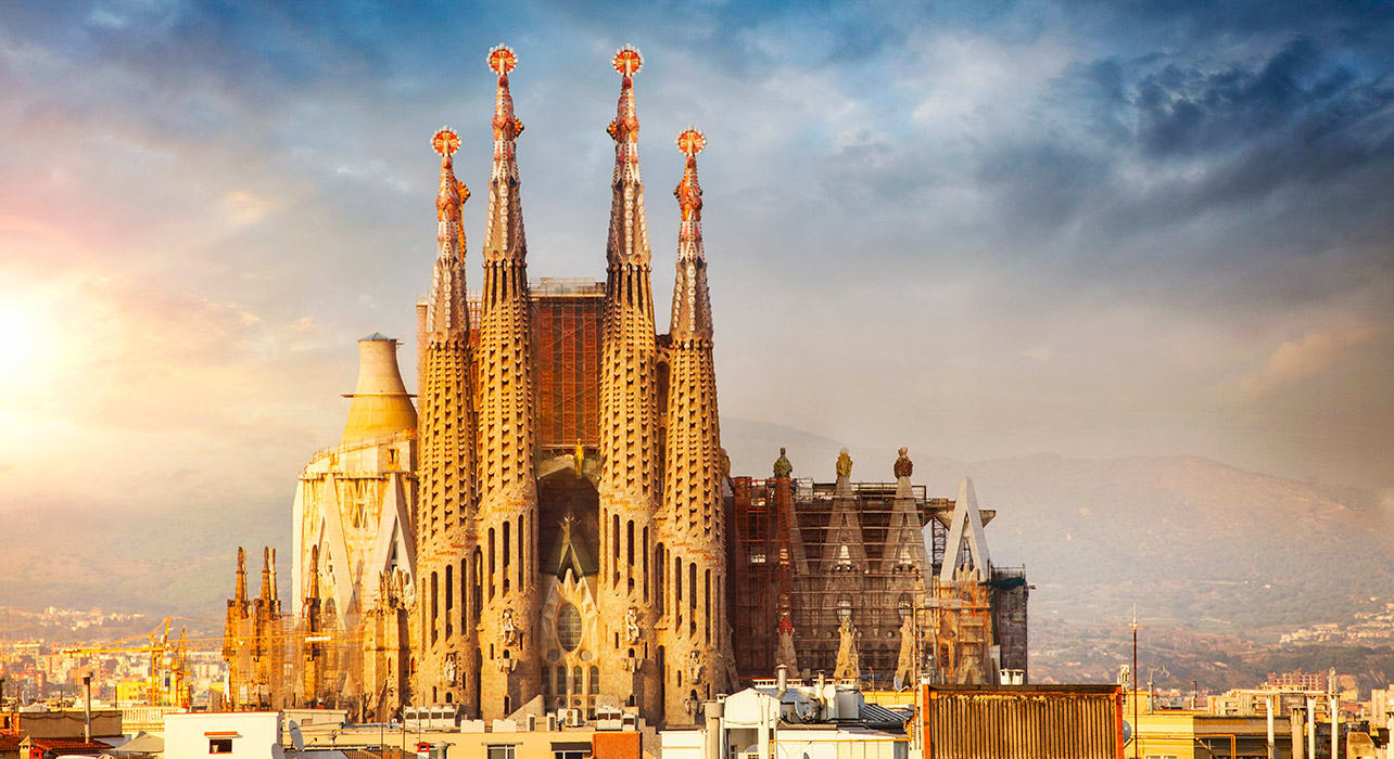 la sagrada familia cathedral in barcelona spain gaudi
