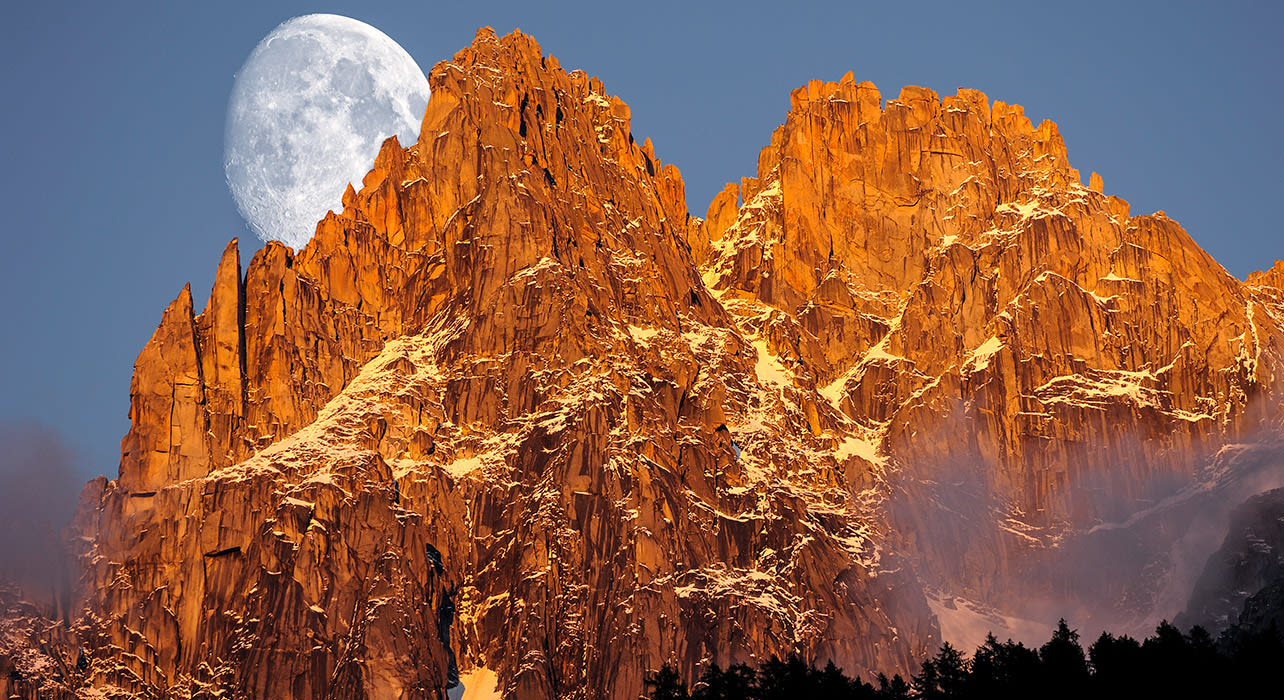 chamonix moon rise sunset