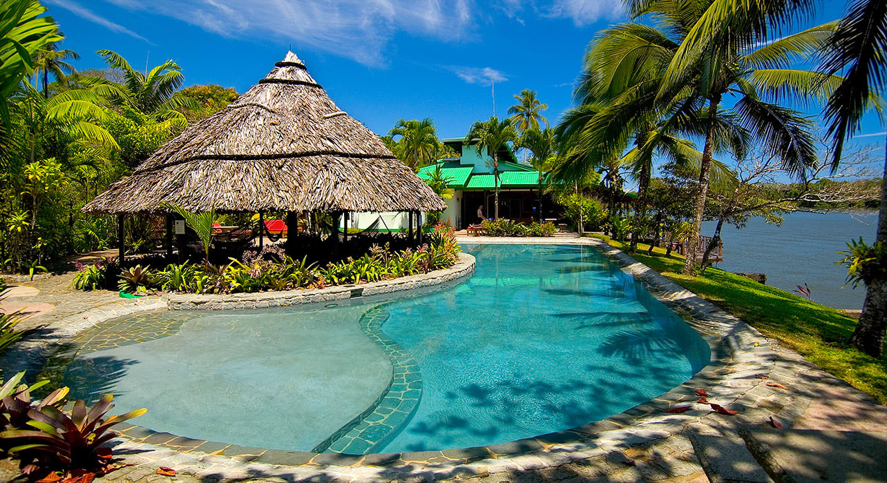 tortuguero lodge pool beach