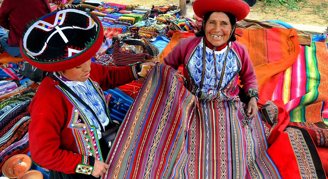 peru chinchero women with textiles